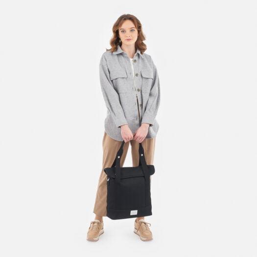 weathergoods-bicycle-bag-city-bike-tote-black-woman-holding