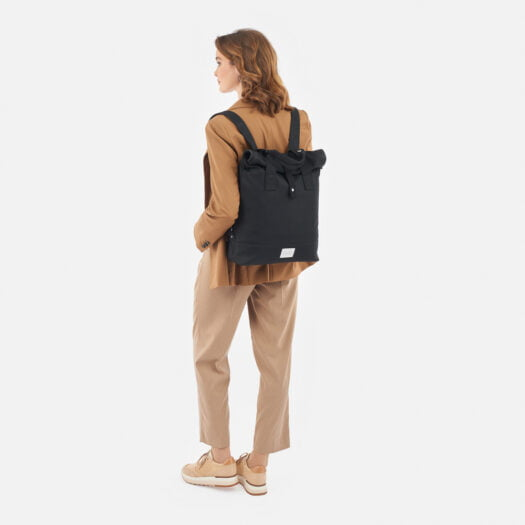 weathergoods-bicycle-bag-city-bikepack-black-woman-back