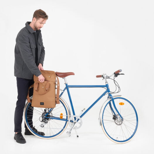 weathergoods-bicycle-bag-city-bikepack-cognac-man-bike-open