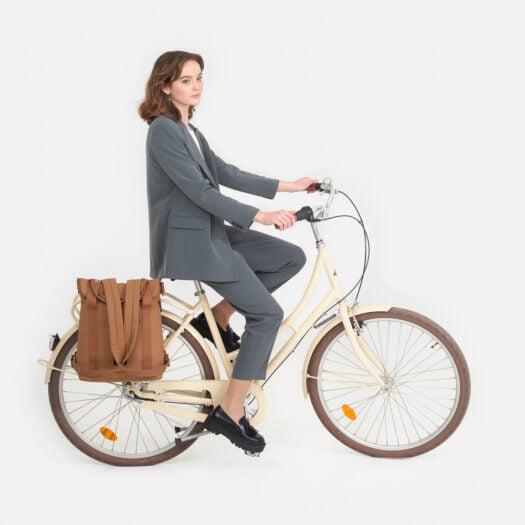 weathergoods-bicycle-bag-city-bikepack-xl-cognac-woman-cycling