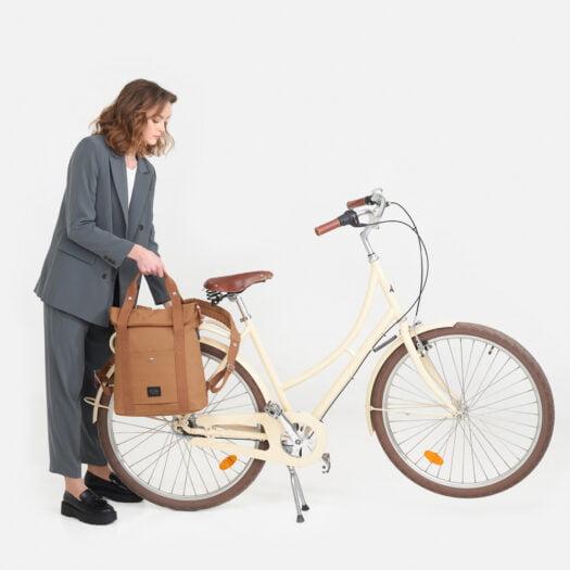 weathergoods-bicycle-bag-city-bikepack-xl-cognac-woman-hooks