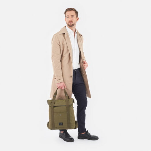weathergoods-bicycle-bag-city-bikepack-xl-olive-man-holding