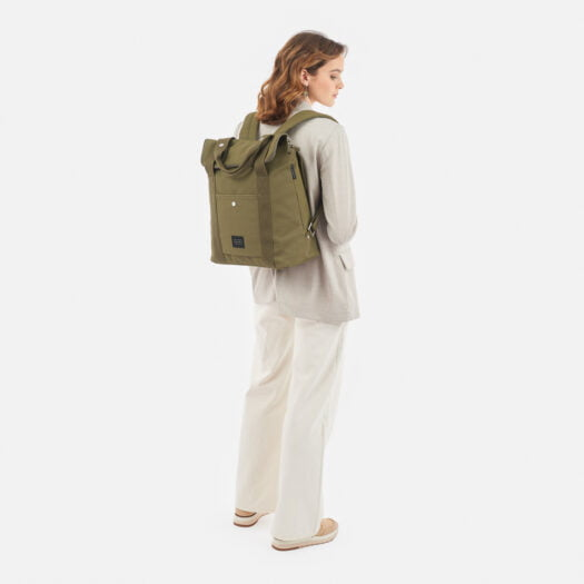 weathergoods-bicycle-bag-city-bikepack-xl-olive-woman-back